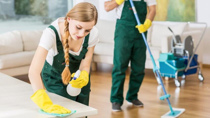 Limpieza y tratamiento de superficies en viviendas
